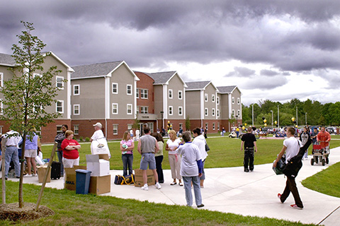 Students moving into halls